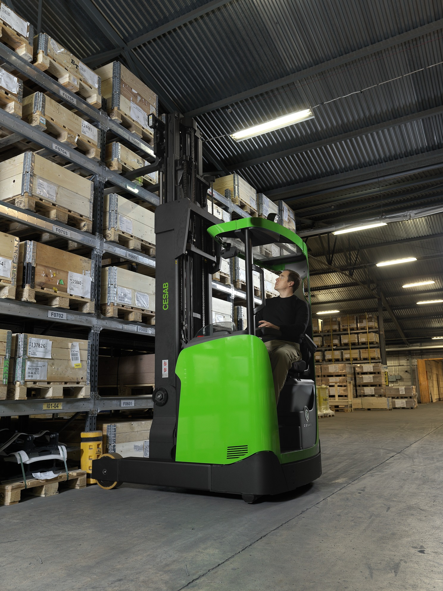 Cesab R300 electric reach truck